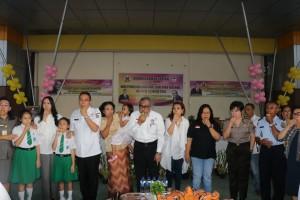 Wali Kota Tomohon dan Ketua Komnas Perlindungan Anak di Anugerah Hall
