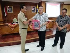Wali Kota Tomohon, Wakil Bupati Badung dan Kepala Badan Keuangan Kota Tomohon