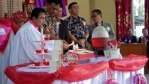 Drs Royke H Mewoh DEA, Olly Dondokambey SE,