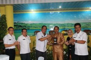 Sekretaris Kota bersama jajaran dan Wakil  Wali Kota Solok bersama jajaran