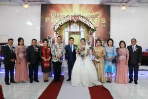 Wali Kota foto bersama pengantin, keluarga dan saksi