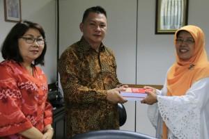 Wakil Ketua DPRD dan Kadis KOperasi dan UMKM Tomohon dengan Pejabat Kementerian Koperasi dan Ejonomi Kreatif
