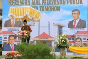 Menteri PAN-RB Dr H Asman Abnur saat meresmikan Mal Pelayanan Publik Wale Kabasaran Tomohon
