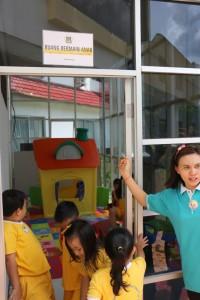Fasilitas bermain anak-anak di Kantor Pelayanan Publik Tomohon