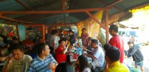 Blusukan di Pasar Airmadidi, Olly Ajak Warga Makan Bubur Manado