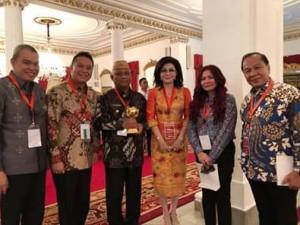 Bupati Minsel Terima UHC Award Presiden RI Jokowidodo4