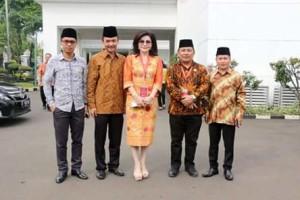 Bupati Minsel Terima UHC Award Presiden RI Jokowidodo5