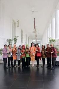 Bupati Minsel Terima UHC Award Presiden RI Jokowidodo