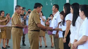 Bupati Minahasa ,Drs. Royke H. Mewoh,Kecamatan Tondano Raya ,Honorer