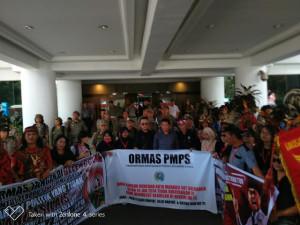 Harkitnas, PMPS Demo di Kantor Gubernur Sulut