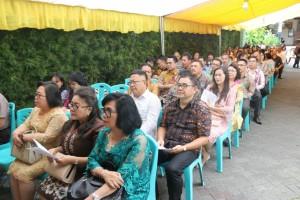 Pejabat Pemkot Tomohon menghadiri syukuran pengumuman pernikahan di kediaman Wali Kota Tomohon
