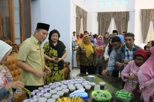 Wali Kota Tomohon bersama Umat Muslim