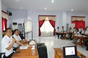 Wali Kota Jimmy F Eman SE Ak memberikan materi di Diklat PIM IV