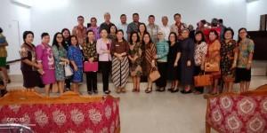 Kepala DInas Dikbud Dr Juliana Dolvin Karwur MKes MSi dan para kepala SMP se-Tomohon