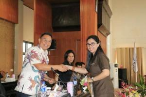 Wali Kota menerima Pemandangan Umum Fraksi Partai Golkar