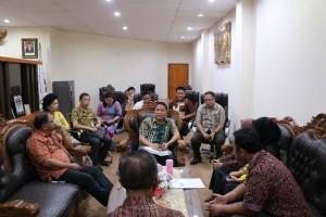 Wali Kota Tomohon bersama BPK dan para pejabat