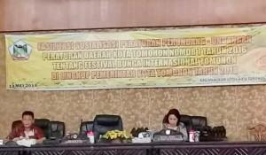 Ketua DPRD Tomohon Ir Miky JL Wenur membawakan materi