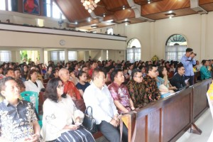 Jemaat dan para pejabat yang hadir dalam Ibadah HUT