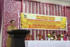 Kepala Badab Keuangan daerah Drs Gerarus Mogi membawakan laporan kegiatan