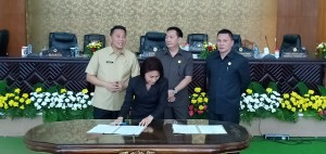 Ketua DPRD Tomohon menandatangani penetapan Renja 2019