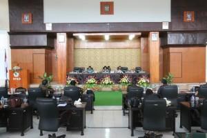 Ketua DPRD Ir Miky JL Wenur memimpin Rapat Paripurna