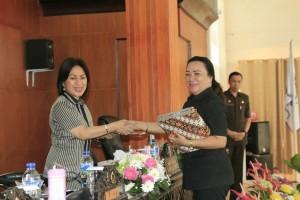 Ketua DPRD Ir MIky JL Wemur menerima hasil reses