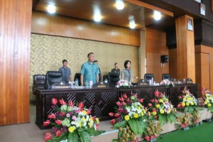 Wali Kota Tomohon menghairi Rapat paripurna dan memberikan tanggapan kepada fraksi-fraksi