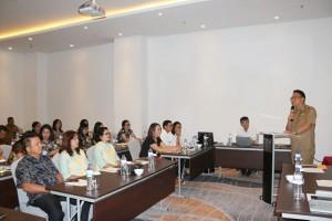 Peserta Bimtek mendengarkan materi dari Wali Kota Tomohon
