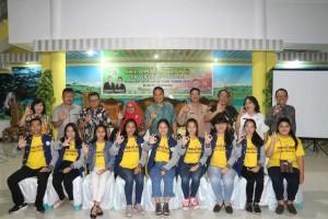 Wali Kota bersama Tim Verifikasi KLA, jajaran pemkot Tomohon dan Pengurus Forum Anak