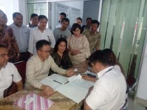 Lanjut ke Senayan, SBAN Liow Mendaftar di KPU Ditemani Istri Tercinta