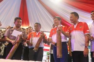 Wali Kota Tomohon Jimmy F Eman fan Wali Kota Manado GSV Lumentut di Pembukaan Kejuaraan Tinju Kapolri Cup