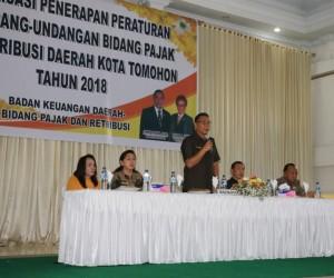 Wali Kota Tomohon Jimmy F Eman SE Ak saat membawakan materi sosialisasi