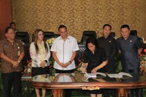 Ketua DPRD Tomohon menandatangani nota kesepakatan KUA PPAS