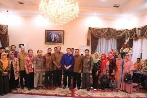 Dekan Ilmu Sosial Se-Indonesia , DR Ir G.S Vicky Lumentut, APEKSI, Prof DR Yahya Anggara MSi,
