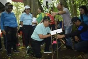 walikota bitung ,Maximilian Jonas Lomban,Menanam 25  pohon