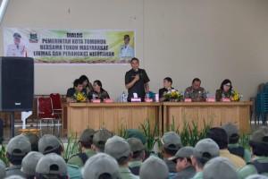 Wali Kota Tomohon Dialog dengan Perangkat dan Linmas Tomohon Selatan