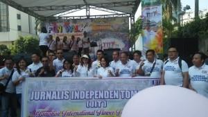 Ketua DPRD Ir Miky JL Wenur, Ketua Panitia TIFF Coreta Kapoyos bersama JIT usai Fun Walk Promosi TIFF