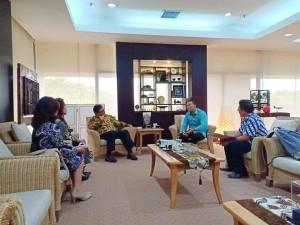 Wali Kota dan Ketua Panitia TIFF bersama beberapa pejabat saat mengundang Menteri Perindustrian Ir Hartarto hadir di TIFF 2018