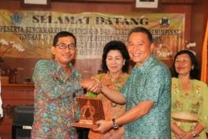 Wali Kota Tomohon dsan Asisten Asisten Administrasi Umum Sekretariat Kota Denpasar I Gusti Ngurah Rai Wddy Mulya SE MSi.