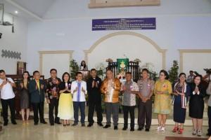 Foto bersama pemerintah dan tokoh agama GMIM Wilayah Tomohon Empat