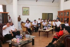 Wali Kota Tomohon memberikan penjelasan soal Mal Pelayanan Publik kepada Ombudsman RI