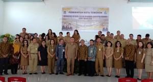 Wali Kota Tomohon Kearsipan Pusta serta peserta sosialisasi