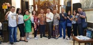 Foto bersama  Wali Kota, Sekkot, Ketua Pengadilan Ngeri Tondano, Kapolres dan lainnya