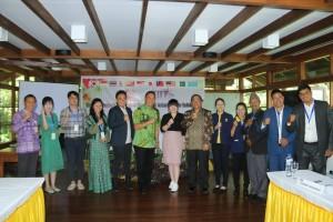 Wali Kota, Sekretaris Kota  Tomohon bersama para peserta kegiatan dari negara-negara CAFE