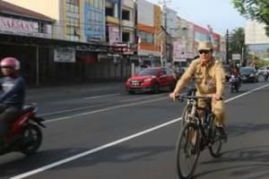 Contohkan Gaya Hidup Sehat, Wali Kota Vicky Lumentut Bersepeda Ke Kantor