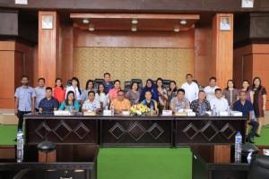 Kunjungan Sekretariat DPRD Halmahera Utara di DPRD Tomohon