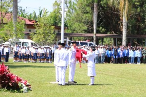 Pasukan Pengibar Bendera Pusaka siap menaikkan bendera