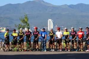 """Komunitas Sepeda Kota Manado yang tergabung dalam klub MCM (Manado Cycling Mania), mengaku siap mendukung event akbar Manado Fiesta 2018. Ketua MCM Manado Royke Hendra Kalangi mengatakan bahwa pihaknya dalam beberapa kesempatan saat mengikuti hajatan lomba sepeda luar daerah telah mengajak komunitas-komunitas sepeda lain untuk menghadiri event Manado Fiesta yang akan digelar pada 31 Agustus sampai 9 September 2018. """"Kami pihak MCM telah mengundang sejumlah pecinta sepeda nusantara, untuk datang ke Manado sekaligus bisa menghadiri Manado Fiesta 2018. Semoga bisa banyak anggota komunitas sepeda yang bergabung, sekaligus menjajal medan-medan jalan yang cukup menantang di daerah ini beserta melihat obyek wisata dan kulinernya,"""" ungkap Kalangi, Selasa (14/8/2018). Diketahui, Wali Kota Vicky Lumentut dan komunitas pecinta sepeda MCM pada Selasa (14/8) pagi tadi, bersepeda bersama dengan mengitari beberapa ruas jalan di Kota Manado yakni Jalan Piere Tendean boulevard hingga masuk kawasan Taman Kesatuan Bangsa dan menuju ke kantor Walikota Manado di bilangan Tikala."""