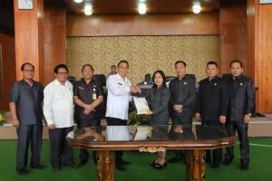 Pneyerahan naskah Penetapan Perubahan APBD Tomohon 2018