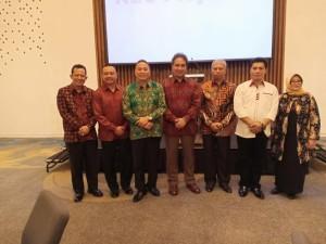 Wali Kota Tomohon bersama peserta diskusi lainnya